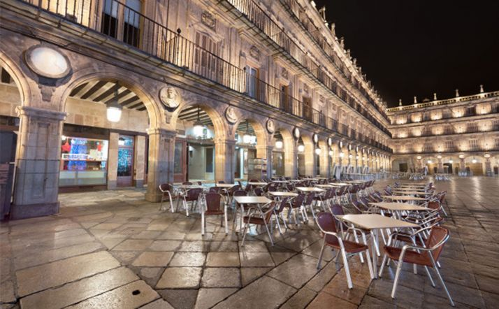 Imagen nocturna de la plaza Mayor de Salamanca.