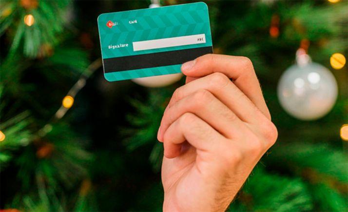 Foto 1 - Unicaja Banco incentiva el uso de tarjetas de pago en Navidad con el sorteo de 20 tarjetas regalo de 100 euros
