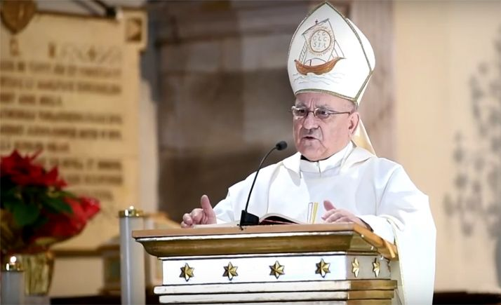 El prelado agredeño durante su homilía hoy, en su localidad natal.