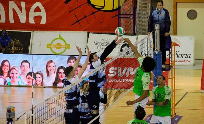 Una imagen del partido este miércoles en Los Pajaritos. /María Morales