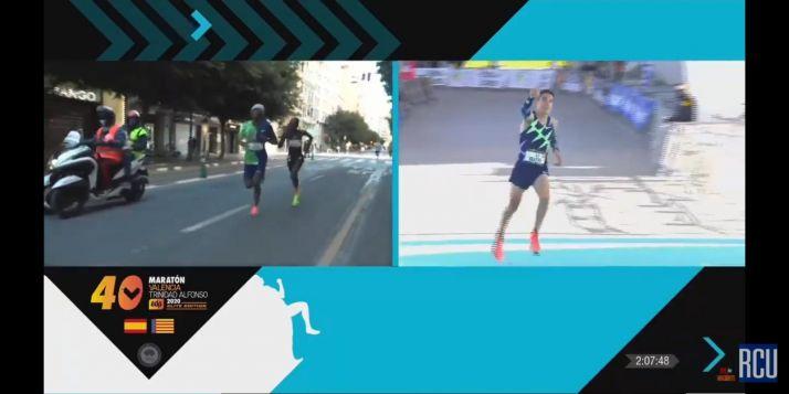 Foto 1 - Dani Mateo mejora su récord personal y es el tercer español en la Maratón de Valencia