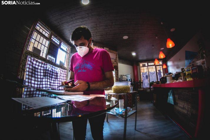 Un establecimiento preparándose para su apertura después del primer confinamiento. /Viksar Fotografía