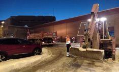 Foto 3 - La Junta mantiene los trabajos de limpieza de hielo y nieve en zonas urbanas de la capital y la provincia
