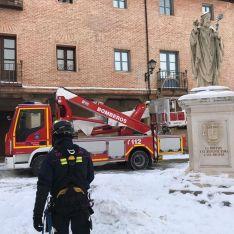 Una de las imágenes de las tareas de los bomberos burgenses. /ABO