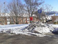 Foto 5 - Foto Denuncia: Usan los aparcamientos de minusválidos para almacenar la nieve retirada
