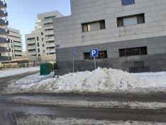 Foto 3 - Foto Denuncia: Usan los aparcamientos de minusválidos para almacenar la nieve retirada