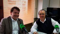 Alfonso Fernández Mañueco (izda.) y José Antonio Ramos. /Onda Cero