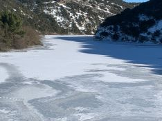 El duero, congelado, tras su paso por Soria. Imágenes de David Ortega Gallardo, @daviddcoba en Twitter