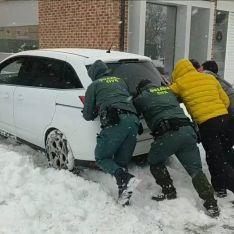 La Policía y la Guardia Civil  auxilian a unas 1.250 personas en la provincia por esta ola de nie