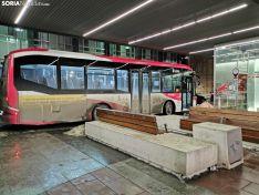 Autobús urbano en la parada de Mariano Granados a las 20:00 horas.