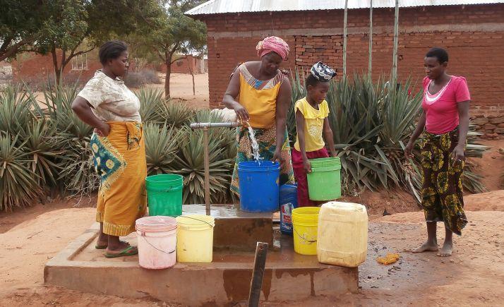 Proyecto de acceso al agua y saneamiento en África. /Jta.