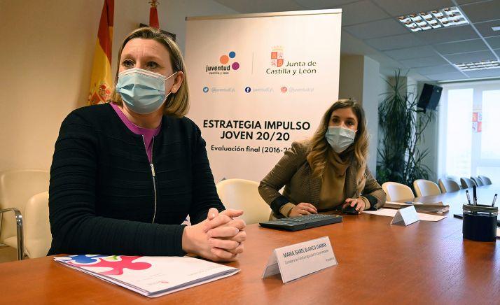 Blanco (izda.), durante la reunión del Consejo Asesor de Juventud. /Jta.