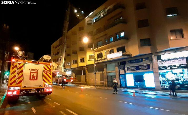 Intervención de los bomberos en un edificio de Mariano Vicén