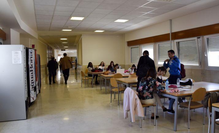 Uno de los pasillos del interior del Campus Duques de Soria. /SN