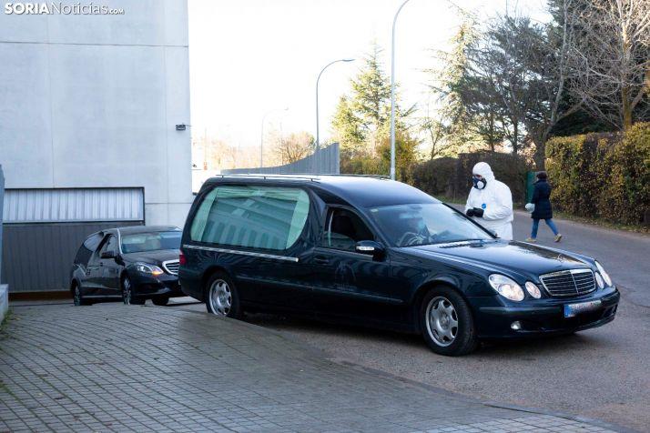 Varios finados salen del Hospital de Soria. María Ferrer
