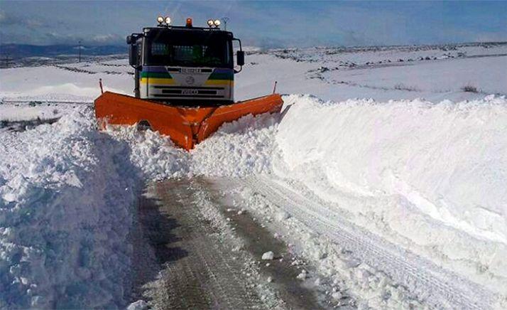 Foto 1 - La Diputación distribuye 400 toneladas de sal en las carreteras donde se han producido múltiples incidencias
