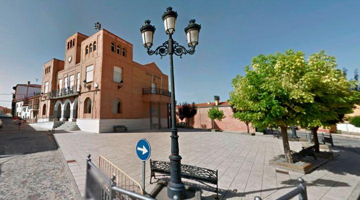 Plaza principal de Matamala de Almazán, con el ayuntamiento al fondo. /GM
