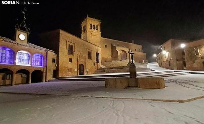 Una imagen de la nieve en la plaza Mayor de Morón. /SN