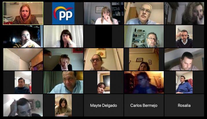 una imagen de algunos de los asistentes a la reunión de los populares.