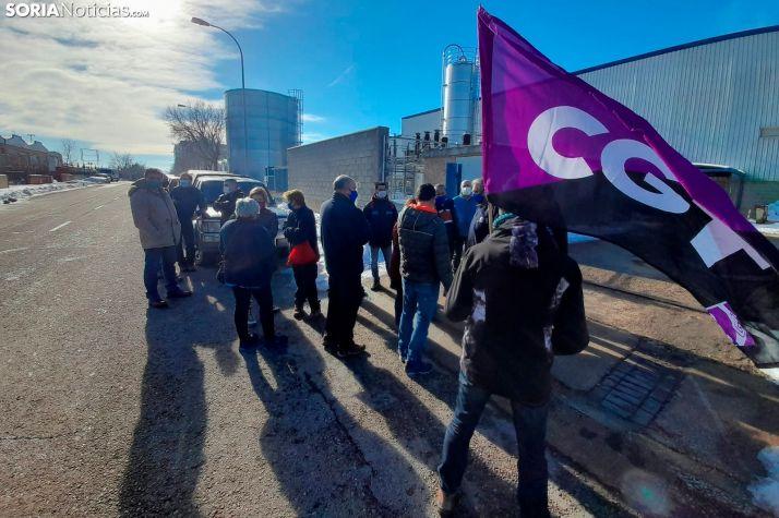 Empleados de Plásticos ABC se concentran contra los despidos programados por la empresa