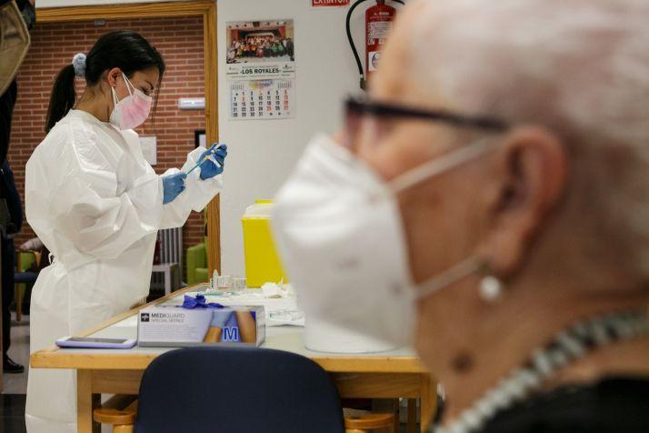 Imagen de la primera jornada de vacunaciones en la provincia, concretamente en la residencia Los Royales.