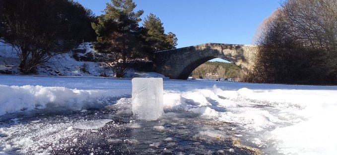 Río Duero helado a su paso por Covaleda. /Sandoval