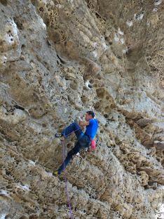 Fran Adrián Moreno en la vía Mata y Trae y en otros viajes de escalada alrededor del mundo. Luís Fidel Mateo
