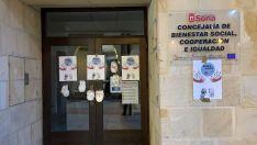Foto 3 - Llenan de pañales la puerta del Ayuntamiento de Soria