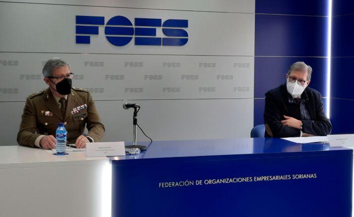 Miguel García Pérez y Santiago Aparicio durante la rueda de prensa.