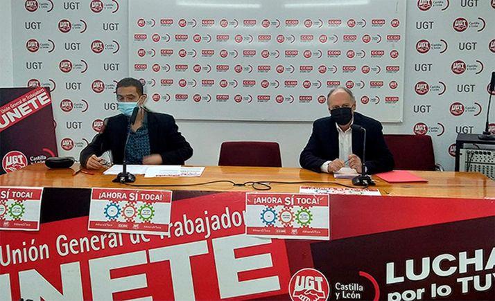 Vicente Andrés (izda.) de CCOO y Faustino Temprano, de UGT, este lunes en rueda informativa.