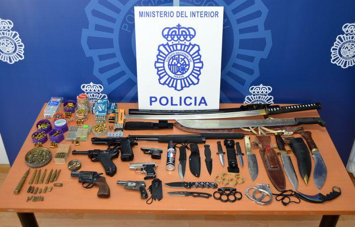 Foto 1 - La Policía Nacional interviene numerosas armas en un domicilio de Soria