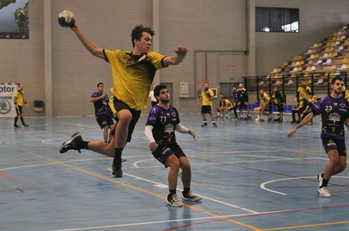 El BM Soria recibe a un rival directo, el Santoña