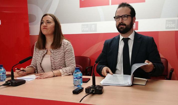Virginia Barcones y Ángel Hernández en una imagen de archivo.