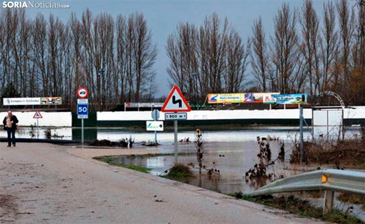 Una inundación a causa del río en las inmediaciones de la factoría garreña. /SN