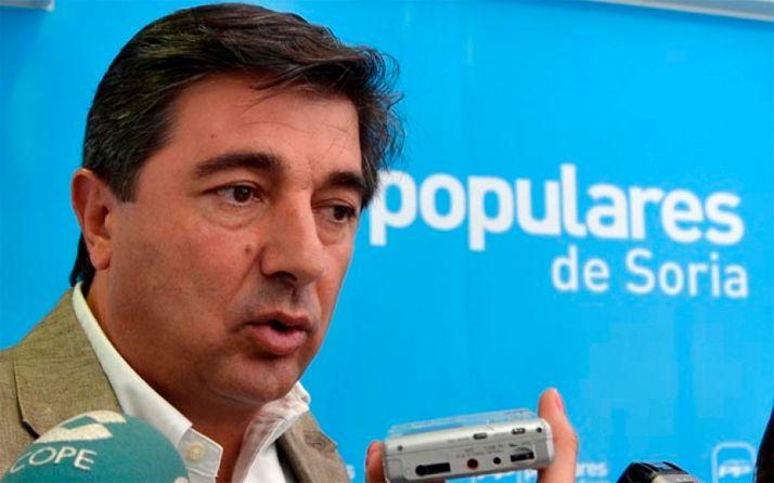 El PP exige públicamente a Luis Rey que facilite nombre y apellidos de los vacunados irregularmente