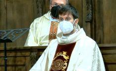 El nuevo sacerdote diocesano, durante su ordenación este sábado. /DOS