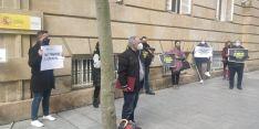 Foto 4 - Una docena de personas secundan la concentración de ANVAC en Soria