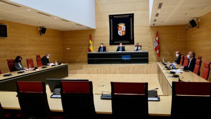 Foto 1 - Las Cortes regionales aceptan la moción de censura del PSOE