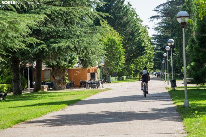 El nuevo aparcamiento se ubicará en la parte trasera de La Arboleda. /María Ferrer