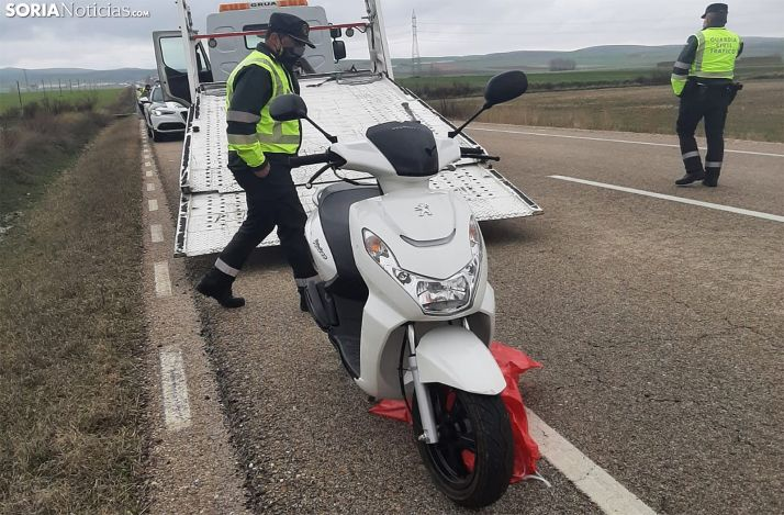 Imagen de la motocicleta en la que viajaba la fallecida. /SN
