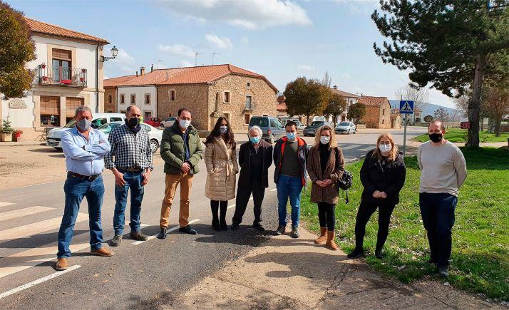 Alcaldes y responsables de la Diputación durante la visita oficial. /Dip.