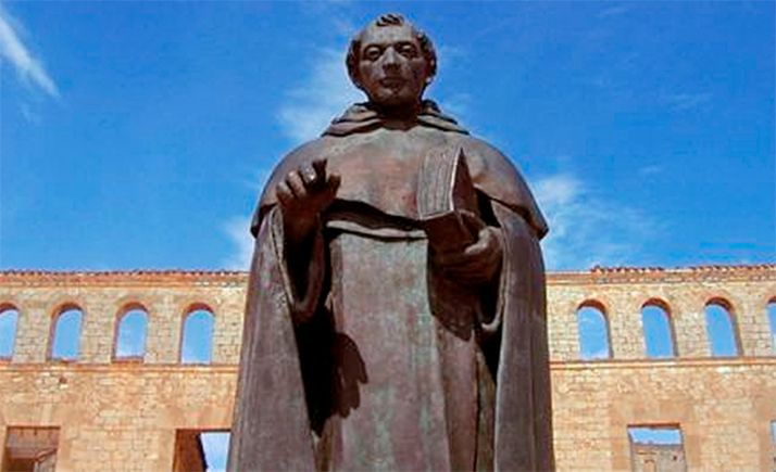 Escultura de Fray Tomás de Berlanga en su pueblo natal.