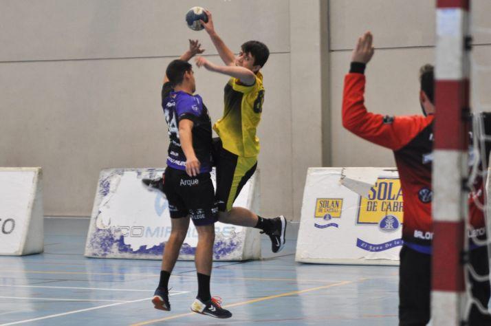 Foto 1 - Balonmano Soria, dos partidos para definir el play off