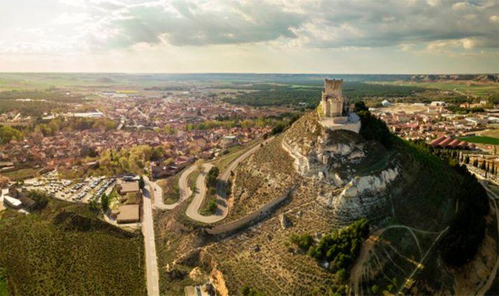 Vista aérea de Peñafiel, con su castillo en primer término.
