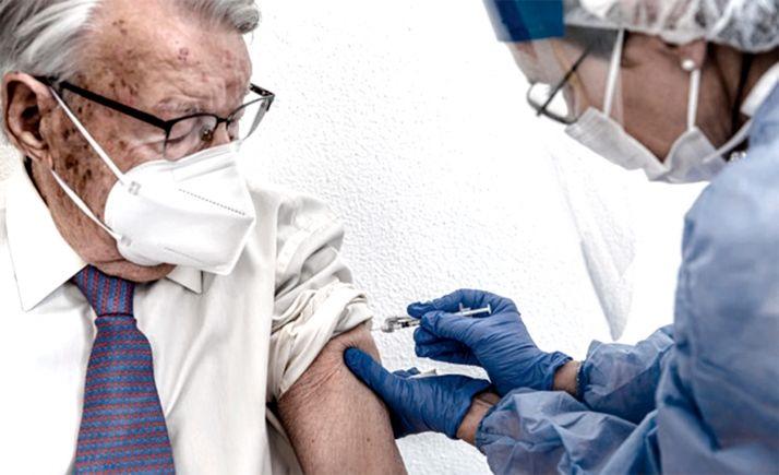 Foto 1 - El domingo concluirá la pauta completa de vacunación a mayores de 80 años y grandes dependientes