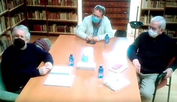 Juan Antonio Gómez-Barrera (izda.), Ángel Almazán y Jesús Bárez, en la presentación telemática del libro. /Ayto.