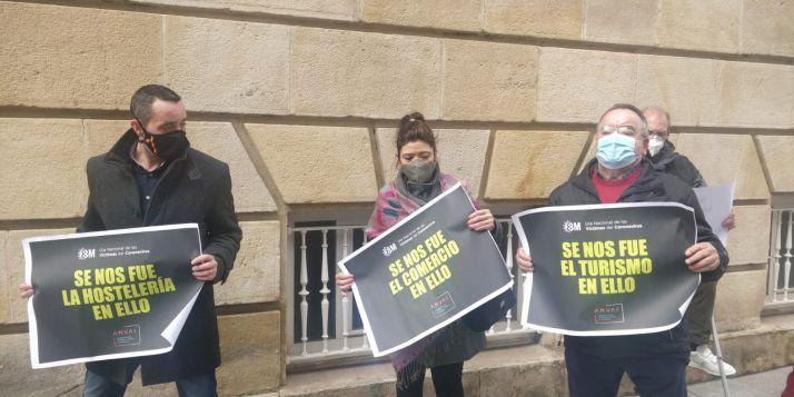 Foto 2 - Una docena de personas secundan la concentración de ANVAC en Soria