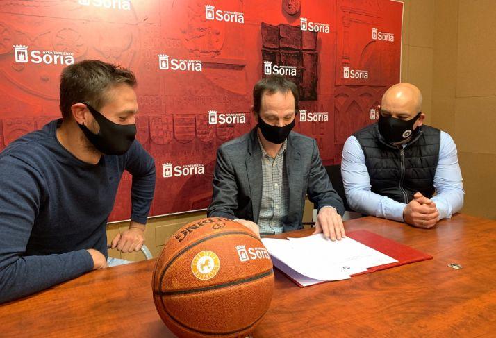 Firma del convenio entre el Ayuntamiento de Soria y el CSB.