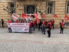 Imágenes de la manifestación esta mañana frente a la Subdelegación del Gobierno.