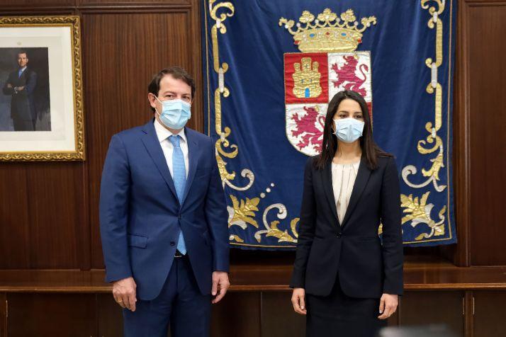 Foto 1 - Mañueco y Arrimadas destacan que Castilla y León puede vacunar al 1% de su población en un solo día